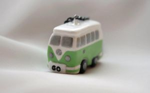 VW Bus by xquiescentdeath