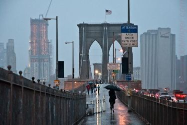 nyc, Brooklyn Bridge at rain by inkoginko