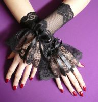 Gothic lace gloves by Estylissimo