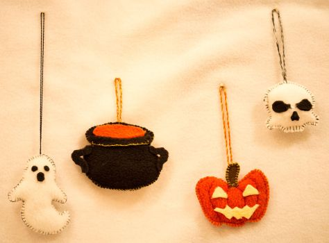 Halloween mini-plushies by Blodwedden