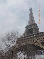 Eiffel Tower by royyour
