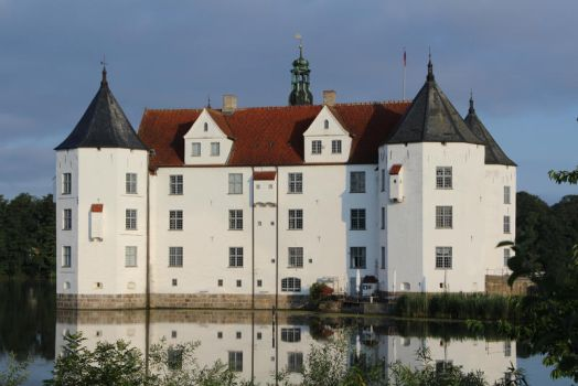Watercastle in Gluecksburg Germany (2) by boundfighter