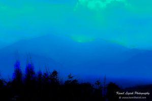 Mountain light - dusk by vertiser