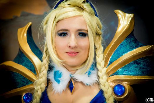 Crystal Maiden Cosplay from Dota 2 by Shr3ku
