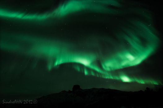 Vibrant Auroras above Steigtind by SindreAHN
