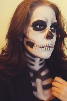 Skeleton in a suit by MUA-Maano