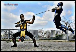 Sub-Zero vs Scorpion Cosplay - Roma Comics 2012 by LeonChiroCosplayArt