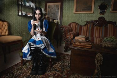 Madness Alice - Cosplay Project #3 by Chrissett