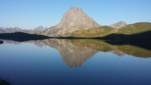 Pic d'ossau's reflection by protheus1400