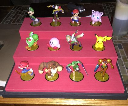 Custom Amiibo Display Shelf 1 by Facilier357