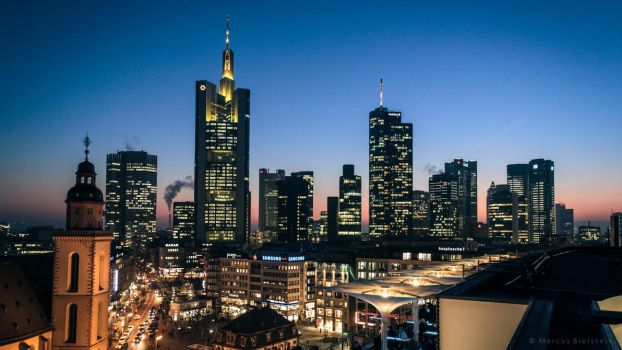 Frankfurt skyline at dusk by mbielstein