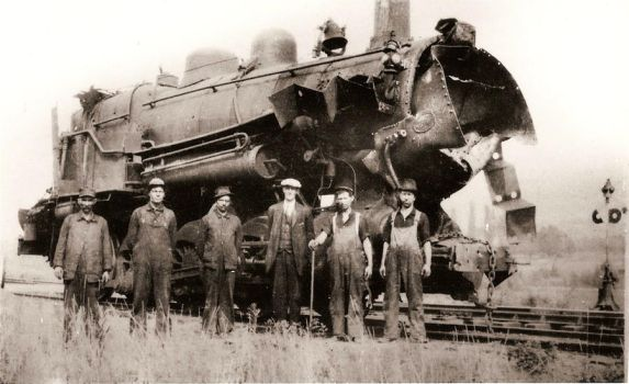 GR and I 2-8-0 wreck by PRR8157