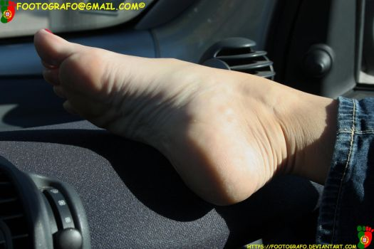 FootOnTheDashboard by Footografo