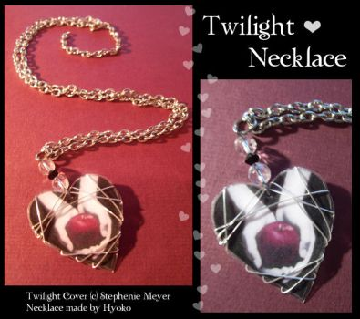 Twilight necklace by Hyo-pon