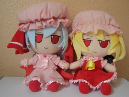 Flandre and Remilia Plushie by sonicmaster3