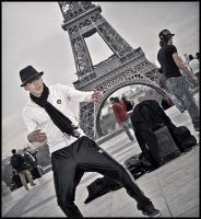Breakdance at the Eiffel tower by daaram