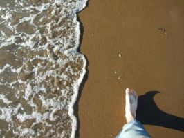 My foot on the beach by boiseime