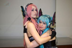 Sakura Con: Miku and Luka by VandorWolf