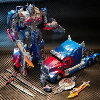 Custom Transformers Optimus repaint and mod 2+3 by archus7