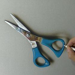 Drawing a pair of scissors by marcellobarenghi