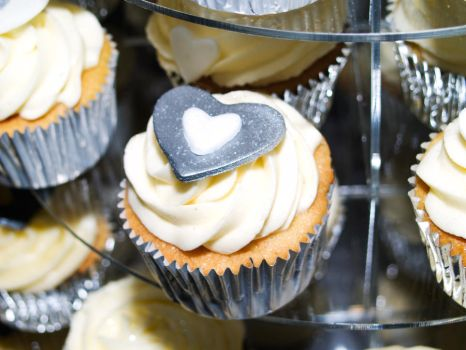 Silver Cupcakes by wob86