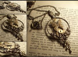 Under the Lens Necklace by hrekkjavakaastarkort