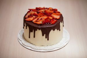 Strawberry and chocolate cake by KLutskaya