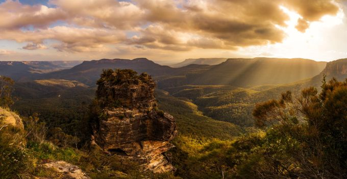 Jamison Valley by MaccaBeast