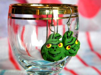 Grinch Earrings by thedustyphoenix