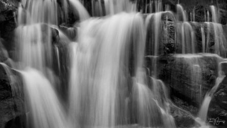 Ghostly falls by Pajunen