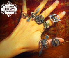 Steampunk Spinny Gear Rings by tursiart