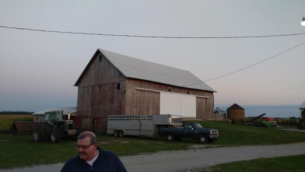 Aunt Cindy and Uncle Norman's Main Barn by BigMac1212