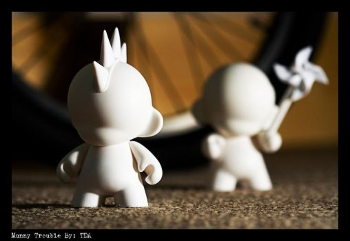 Munny trouble by Tomaly