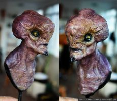 Alien bust painted by glaucolonghi