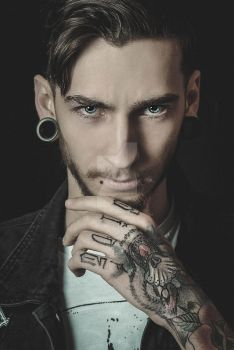 Yvan Lucker by stiksphotography