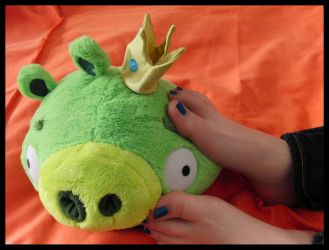 Happy feet playing w Angry Birds Golden King Pig by RopeFun