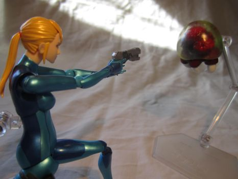 Zero Suit Samus Figma - A Metroid's Coming At Ya! by MetroidDatabase