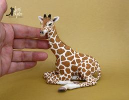1:12 scale Juvenile Giraffe sculpture by Pajutee