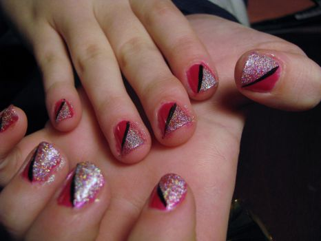 Nail Art- Pink and Sparkle by marikob-k