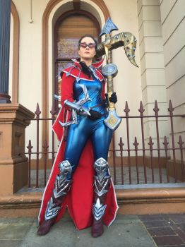 Vayne Cosplay by Rainshinerah