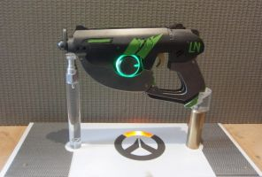 Overwatch Tracer Pulse Gun SPORTY SKIN by Anselmofanzero