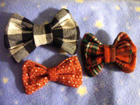 Bunches of Mini Bows by SweetBeeps