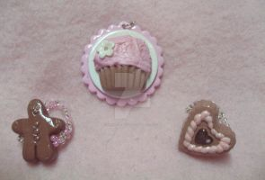 Cupcake Cameo and Rings by lenneheartly