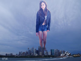 Giantess Emma Watson at Sydney by GiantessLavigne