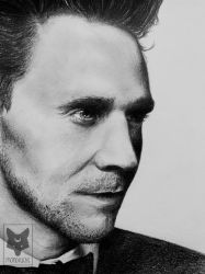 Tom Hiddleston by Ashqtara