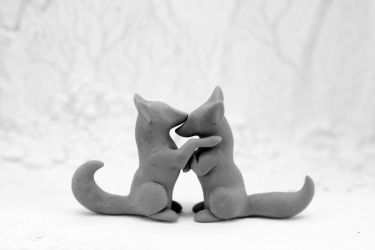 Unpainted fox couple by hontor