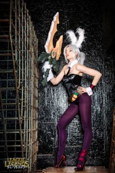 Battle Bunny Riven cosplay by magmasaya