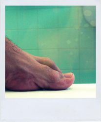 Polaroid 44 _ foot by oxigenium