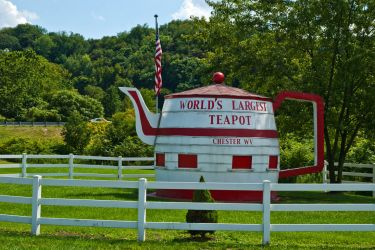 The World's Largest Teapot by quintmckown