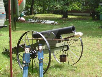 Cannon and 'Artillery Men' by Battlefield-Angel